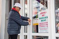 """Das Textilgeschaeft """"Kamil Mode"""" von Hassan Qadri (im Bild) in Kreuzberg ist von Zwangsraeumung bedroht. Die Kuendigung zum 31. Maerz 2019 durch den Eigentuemer des Hauses am Kottbuser Damm 9, Thorsten Cussler, bedeutet nach 16 Jahren das Aus fuer das Modegschaeft. Cussler will fuer den 61 Quadratmeter grossen Laden zukuenftig ueber 3.000,- Euro Miete, momentan zahlt Hassan Qadri 1.200,- Euro.<br /> Anwohner und Kunden protestieren seit Monaten gegen die Kuendigung, so auch am Freitag den 22. Maerz 2019. Thorsten Cussler beharrt jedoch weiter darauf, dass """"Kamil Mode"""" geschlossen wird.<br /> 22.3.2019, Berlin<br /> Copyright: Christian-Ditsch.de<br /> [Inhaltsveraendernde Manipulation des Fotos nur nach ausdruecklicher Genehmigung des Fotografen. Vereinbarungen ueber Abtretung von Persoenlichkeitsrechten/Model Release der abgebildeten Person/Personen liegen nicht vor. NO MODEL RELEASE! Nur fuer Redaktionelle Zwecke. Don't publish without copyright Christian-Ditsch.de, Veroeffentlichung nur mit Fotografennennung, sowie gegen Honorar, MwSt. und Beleg. Konto: I N G - D i B a, IBAN DE58500105175400192269, BIC INGDDEFFXXX, Kontakt: post@christian-ditsch.de<br /> Bei der Bearbeitung der Dateiinformationen darf die Urheberkennzeichnung in den EXIF- und  IPTC-Daten nicht entfernt werden, diese sind in digitalen Medien nach §95c UrhG rechtlich geschuetzt. Der Urhebervermerk wird gemaess §13 UrhG verlangt.]"""
