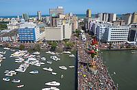 RECIFE, PE, 06.02.2016 - CARNAVAL-PE - Desfile do Galo da Madrugada no Recife (PE), durante este sábado de Zé Pereira. Pernambuco espera cerca de 1,5 milhão de turistas, sendo cerca de 150 mil estrangeiros. (Foto: Diego Herculano / Brazil Photo Press)