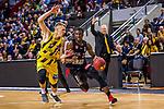 Donatas SABECKIS (#3 MHP Riesen Ludwigsburg) \Cameron WELLS (#22 S.Oliver Baskets Wuerzburg) \ beim Spiel in der BBL, MHP Riesen Ludwigsburg - S.Oliver Baskets Wuerzburg.<br /> <br /> Foto &copy; PIX-Sportfotos *** Foto ist honorarpflichtig! *** Auf Anfrage in hoeherer Qualitaet/Aufloesung. Belegexemplar erbeten. Veroeffentlichung ausschliesslich fuer journalistisch-publizistische Zwecke. For editorial use only.