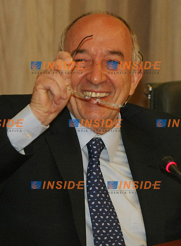 Madrid 11/5/2010.Miguel Angel Fernandez Ordonez governor of the bank of Spain during press conference.Il governatore della Banca di Spagna Miguel Angel Ordonez.(Acero/ALTERPHOTOS/Insidefoto)