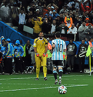SAO PAULO - BRASIL -09-07-2014. Sergio Romero (#1) arquero de Argentina (ARG) celebra atajar un tiro penal en el partido de las semifinales contra Holanda (NED) por la Copa Mundial de la FIFA Brasil 2014 jugado en el estadio Arena de Sao Paulo./ Sergio Romero goalkeeper of Argentina (ARG) celebrates catching a penalty in the match of the Semifinal against Netherlands (NED) for the 2014 FIFA World Cup Brazil played at Arena de Sao Paulo stadium. Photo: VizzorImage / Alfredo Gutiérrez / Contribuidor