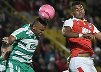 BOGOTÁ - COLOMBIA, 20-10-2018: Carlos Henao (Der.) jugador de Santa Fe disputa el balón con Miguel Herrera (Izq.) jugador de Equidad durante el encuentro entre Independiente Santa Fe y La Equidad por la fecha 16 de la Liga Águila II 2018 jugado en el estadio Nemesio Camacho El Campin de la ciudad de Bogotá. / Carlos Henao (R) player of Santa Fe struggles for the ball with Miguel Herrera (L) player of Equidad during match between Independiente Santa Fe and La Equidad for the date 16 of the Aguila League II 2018 played at the Nemesio Camacho El Campin Stadium in Bogota city. Photo: VizzorImage / Gabriel Aponte / Staff