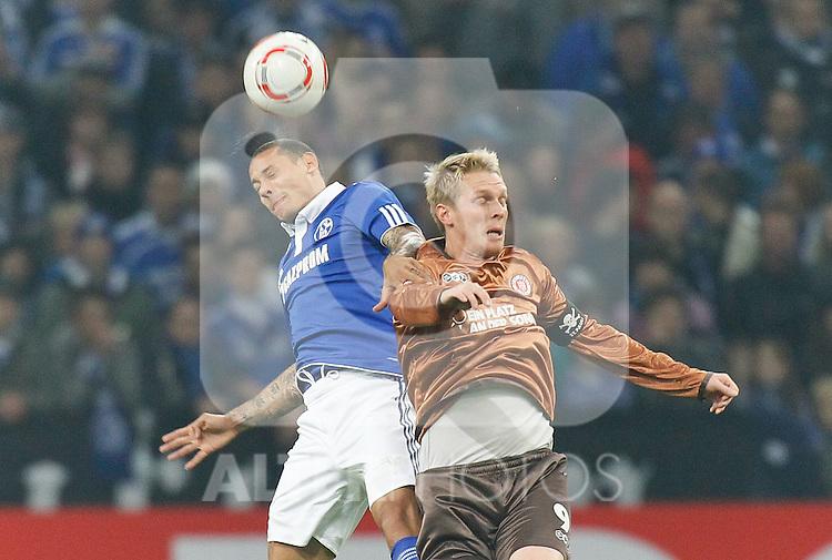 05.11.2010, Veltins Arena, Gelsenkirchen, GER, 1.FBL, FC Schalke 04 vs Fc St. Pauli, im Bild:  Jermaine Jones (Schalke GER #23) vs Marius Ebbers (FC St. Pauli #9), Foto © nph / Scholz