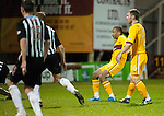 PICTURE BY - ROB CASEY .DESCRIPTION - MOTHERWELL v DUNFERMLINE.PIC SHOWS - CHRIS HUMPHREY SCORES MOTHERWELL'S THIRD GOAL….. 3-1