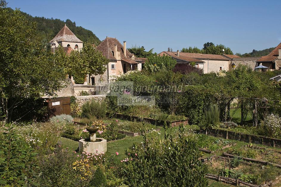 Europe/France/Midi-Pyrénées/46/Lot/Castelfranc:Le  Jardin des Sens ,l'église et les maisons du village