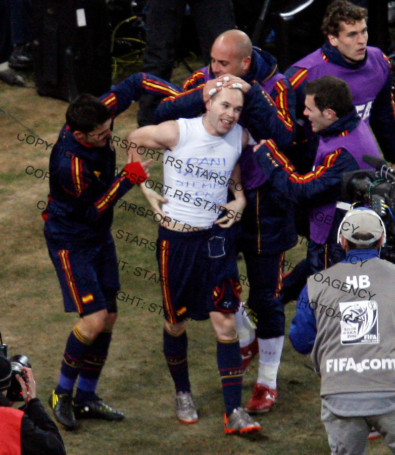 Andres Iniesta is congratulated by his teammates after scoring goal in final match against Netherlands , Soccer, Football - 2010 FIFA World Cup - Johannesburg, South Africa, Sunday, July, 11, 2010. Final match, Netherlands vs Spain, Soccer City Stadium (credit & photo: Pedja Milosavljevic / +381 64 1260 959 / thepedja@gmail.com / STARSPORT )