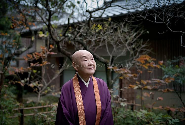 (Eng) Kyoto - 10th of November 2009 - The writer and nun Jakucho Setouchi, 87,  in the garden of her property in the Sagano district.<br /> After the construction of the house in 1974, she told her friends that she didn't want any gift, except trees or plants. She also let them choose the place in the garden. Now many of them are dead, but she can keep thinking about them with those trees.<br /> <br /> (Fr) Kyoto - 10 novembre 2009 - L'&eacute;crivain et nonne Jakucho Setouchi , 87 ans, dans le jardin de sa propri&eacute;t&eacute; du quartier de Sagano. Lors de l'inauguration de sa maison en 1974, Jakucho demanda a ses amis d'amener un arbre ou une plante, plutot que des cadeaux. Elle leur laissa choisir l'emplacememnt dans le jardin. Aujourd'hui beaucoup sont morts, mais Jakucho garde ainsi leur souvenir pres d'elle.