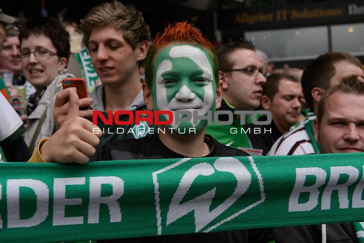 11.05.2013, Weser Stadion, Bremen, GER, 1.FBL, Werder Bremen vs Eintracht Frankfurt, im Bild<br /> Jan Lukas (13) aus Bremen ein absoluter Werder Fan<br /> <br /> Foto &copy; nph / Kokenge