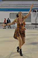 SÃO PAULO, SP, 29 DE JANEIRO DE 2012 - ENSAIO TÉCNICO TOM MAIOR - Luiza Ambiel durante ensaio técnico da Escola de Samba Tom Maior na praparação para o Carnaval 2012. O ensaio foi realizado  neste domingo (29) no Sambódromo do Anhembi, zona norte da cidade. FOTO: LEVI BIANCO - NEWS FREE