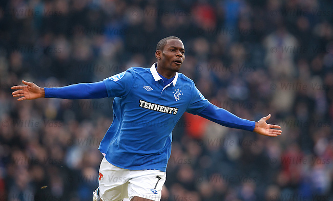 Maurice Edu celebrates his goal