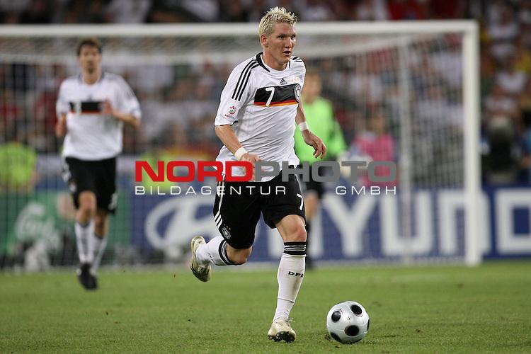 UEFA Euro 2008 Semi-Finals Match 29 Basel - St. Jakob-Park. Deutschland ( GER ) - T&uuml;rkei ( TUR ) 3:2 ( 1:1 ). <br /> Bastian Schweinsteiger ( Germany / Mittelfeldspieler / Midfielder / Bayern Muenchen #07 ) am Ball.<br /> Foto &copy; nph (  nordphoto  )