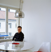 Portrait of interior designer Thomas Sandell sitting at his dining table