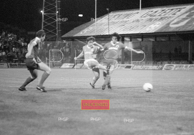 03/09/1980 Blackpool v Everton  League Cup 2nd Round 2nd Leg .Wayne Harrison shoots....© Phill Heywood.