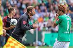 01.09.2019, wohninvest Weserstadion, Bremen, GER, 1.FBL, Werder Bremen vs FC Augsburg, <br /> <br /> DFL REGULATIONS PROHIBIT ANY USE OF PHOTOGRAPHS AS IMAGE SEQUENCES AND/OR QUASI-VIDEO.<br /> <br />  im Bild<br /> <br /> Florian Kohfeldt (Trainer SV Werder Bremen) <br /> Yuya Osako (Werder Bremen #08)<br /> <br /> Foto © nordphoto / Kokenge