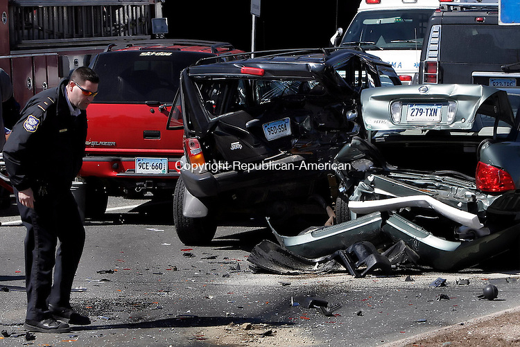 WATERBURY, CT-27 March 2006-032706TK03- Waterbury Police investigate a multi-car collision at the intersection of  Hamilton Avenue and Silver Street. Tom Kabelka Republican-American (Hamilton Avenue and Silver Street, multi-car collision)