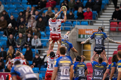 29.04.2016. AJ Bell Stadium, Salford, England. Aviva Premiership Sale Sharks versus Gloucester Rugby. Gloucester Rugby lock Jeremy Thrush wins a line out.
