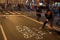 BUENOS AIRES , ARGENTINA, 18 MAIO 2012 - PROTESTO DOS ESTUDANTES - Como parte de um protesto de âmbito nacional, os estudantes da High School e da Universidade marcharam pelas ruas de Buenos Aires exigindo um aumento no orçamento da educação e salários, bem como melhorias nas políticas educacionais. FOTO: PATRICO MURPHY - BRAZIL PHOTO PRESS.
