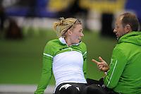 SCHAATSEN: HEERENVEEN: IJsstadion Thialf, 29-12-2012, Seizoen 2012-2013, KPN NK allround, 3000m Dames, Linda de Vries, Gerard Kemkers (trainer/coach TVM), ©foto Martin de Jong