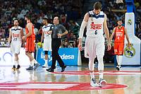 MADRID, ESPAÑA - 11 DE JUNIO DE 2017: Andrés Nocioni cabizbajo durante el partido entre Real Madrid y Valencia Basket, correspondiente al segundo encuentro de playoff de la final de la Liga Endesa, disputado en el WiZink Center de Madrid. (Foto: Mateo Villalba-Agencia LOF)