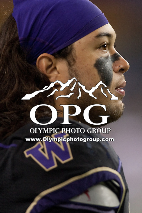 NOV 10, 2012:  Washington's Thomas Tutogi against Utah.  Washington defeated Utah  34-15 at CenturyLink Field in Seattle, WA...