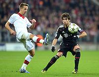 FUSSBALL   CHAMPIONS LEAGUE   SAISON 2012/2013   GRUPPENPHASE   FC Bayern Muenchen - LOSC Lille                          07.11.2012 Benoit Pedretti (li, LOSC Lille)  gegen Javi , Javier Martinez (FC Bayern Muenchen)
