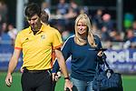 AMSTELVEEN  -  Pieteke Scheringa (manager Laren met scheidsrechters Bart Vriens,, hoofdklasse hockeywedstrijd dames Pinole-Laren (1-3). COPYRIGHT  KOEN SUYK