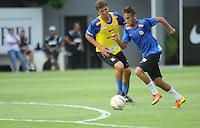 SANTOS, SP, 08 DE MARCO DE 2013 - TREINO SANTOS F.C. - Jogador Neymar durante treino do Santos F.C. na tarde desta sexta-feira no Centro de Treinamento Rei Pele na baixada santista.(FOTO: GUILHERME KASTNER / BRAZIL PHOTO PRESS)