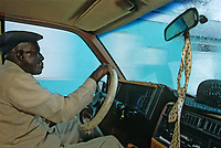 Iles Bahamas / New Providence et Paradise Island / Nassau: Chauffeur de taxi dans les rues de la ville // Bahamas / New Providence and Paradise Island / Nassau Islands: Taxi driver in the streets of the city  // Bahamas Islands / New Providence and Paradise Island / Nassau: Taxi Driver on City Streets // Bahamas / New Providence and Paradise Island / Nassau Islands: Taxi Driver in the Streets of the City
