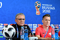 KAZAN - RUSIA, 23-06-2018: Adam NAWALKA técnico y Piotr ZIELINSKI jugador de Polonia, durante rueda de prensa en Kazan Arena previo al encuentro del Grupo H  con Colombia como parte de la Copa Mundo FIFA 2018 Rusia. / Adam NAWALKA coach and Piotr ZIELINSKI player of Poland during press conference in Kazan Arena prior the group H match with Colombia as part of the 2018 FIFA World Cup Russia. Photo: VizzorImage / Julian Medina / Cont