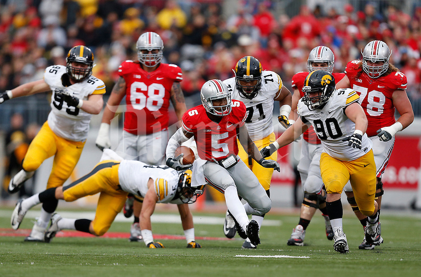 Ohio State Buckeyes quarterback Braxton Miller (5) runs the ball in the third quarter of the NCAA football game between the Ohio State Buckeyes and the Iowa Hawkeyes at Ohio Stadium in Columbus, Saturday afternoon, October 19, 2013. The Ohio State Buckeyes defeated the Iowa Hawkeyes 34 - 24.  (The Columbus Dispatch / Eamon Queeney)
