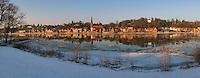 Lauenburg an der Elbe im Winter: EUROPA, DEUTSCHLAND, SCHLESWIG- HOLSTEIN, LAUENBURG 25.01.2013:  Lauenburg an der Elbe im Winter, Die Elbe fuehrt schon ein paar Eisschollen,