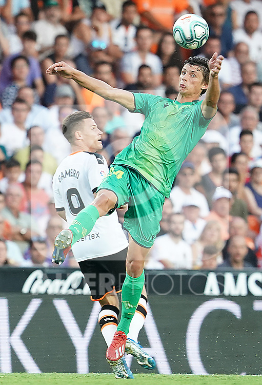 Valencia CF's Kevin Gameiro (l) and Real Sociedad's Robin Le Normand during La Liga match. August 17,2019. (ALTERPHOTOS/Acero)