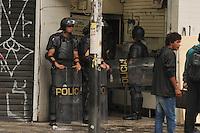 SÃO PAULO, SP, 23.10.2014 - Reintegração de posse em prédio ocupado com cerca de 87 famílias na avenida Ipiranga esquina com Barão de Itapetininga, no centro da cidade, nessa quinta-feira 23 ( Gabriel Soares / Brazil Photo Press)