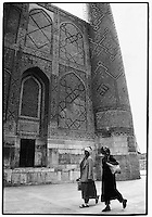 Uzbekistan - Samarkand - Uzbek ladies passing by the Registan