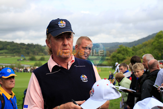 Miguel Angel Jiminez signs autographs during Practice Day 3 of the The 2010 Ryder Cup at the Celtic Manor, Newport, Wales, 29th September 2010..(Picture Eoin Clarke/www.golffile.ie)
