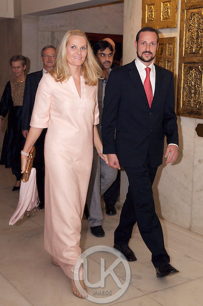 Crown Prince Haakon & Crown Princess Mette-Marit of Norway visit India. Leaving the Taj Mahal Hotel in New Delhi for Hyderabad House to attend an Official Dinner in their honour.