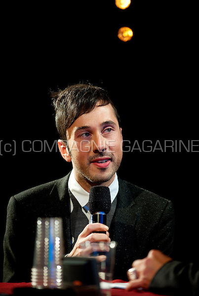 Flemish singer/composer Gustaph at the Radio 1 Sessies (Belgium, 13/10/2010)