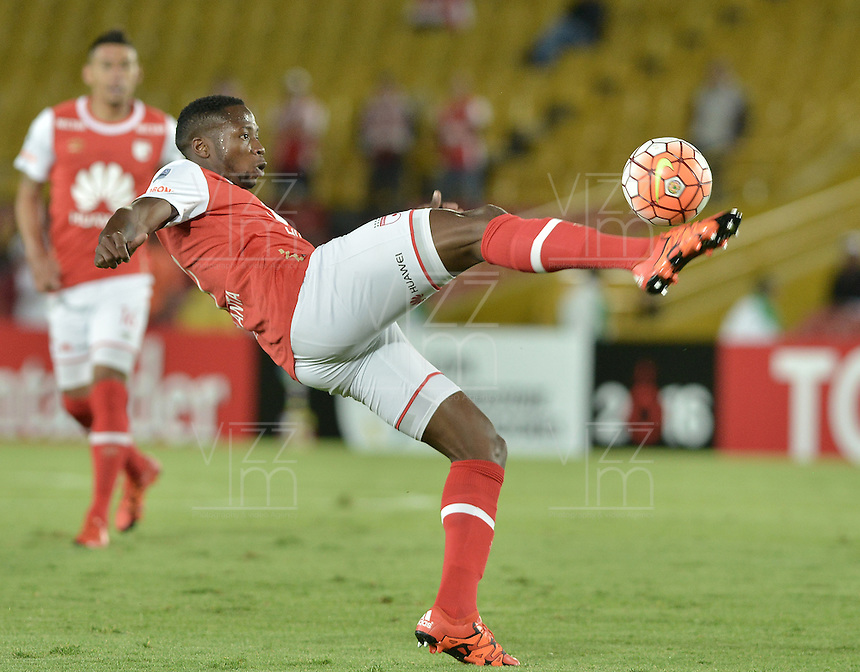 BOGOTÁ-COLOMBIA-16-02-2016: Layvin Balanta jugador de Santa Fe en acción durante partido entre Independiente Santa Fe de Colombia y Cerro Porteño de Paraguay de la fecha 1 por la segunda fase, llave G8, de la Copa Bridgestone Libertadores 2016 jugado en el estadio Nemesio Camacho El Campin de la ciudad de Bogotá./ Layvin Balanta player of Santa Fe in action during a match between Independiente Santa Fe of Colombia and Cerro Porteño of Paraguay of the date 1 for the second phase, G8 key, of the Copa Bridgestone Libertadores 2016 played at Nemesio Camacho El Campin stadium in Bogota city.  Photo: VizzorImage/ Gabriel Aponte /Staff
