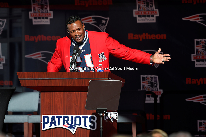 August 5, 2015: Former New England Patriots linebacker Willie McGinest addresses spectators during his Patriots Hall of Fame induction held in front of The Hall at Patriot Place at Gillette Stadium in Foxborough, Massachusetts. Eric Canha/CSM
