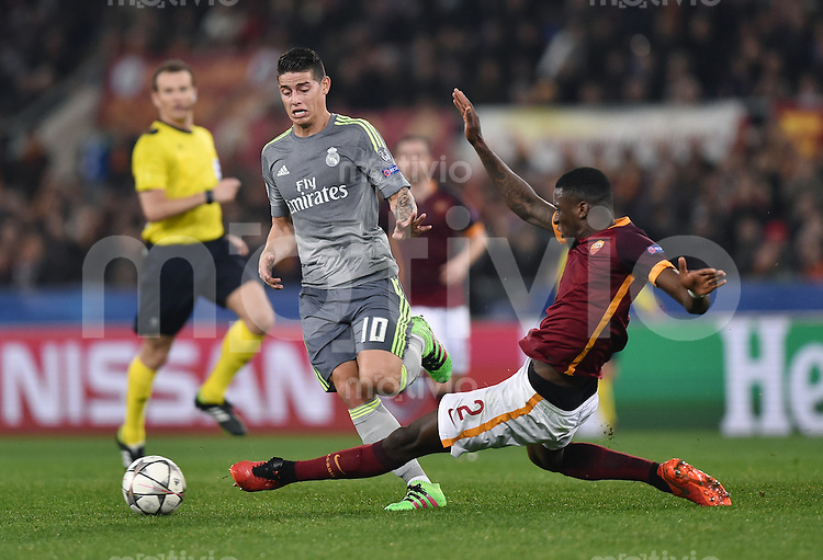 FUSSBALL CHAMPIONS LEAGUE  SAISON 2015/2016 ACHTELFINAL HINSPIEL AS Rom - Real Madrid                 17.02.2016 James Rodriguez (li, Real Madrid)  gegen Antonio Rüdiger (re, AS Rom)