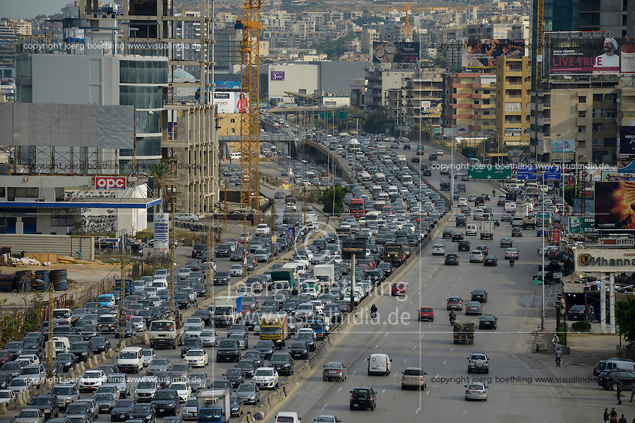 LEBANON, Beirut, heavy traffic on highway to Tripoli / LIBANON, Beirut, Autobahn Beirut-Tripoli