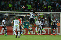 MEDELLÍN -COLOMBIA-13-04-2017. Daniel Bocanegra (Der) jugador de Atlético Nacional de Colombia salta por el balón con Emerson Silva (Izq) jugador de Botafogo de Brasil durante partido por la fecha 2, fase de grupos, de la Copa CONMEBOL Libertadores Bridgestone 2017 jugado en el estadio Atanasio Girardot de la ciudad de Medellín. / Daniel Bocanegra (R) player of Atletico Nacional of Colombia jumps for the ball with Emerson Silva (L) player of Botafogo of Brasil during match for the date 2, group  phase, of the Copa CONMEBOL Libertadores Bridgestone 2017 played at Atanasio Girardot stadium in Medellin city. Photo: VizzorImage/ León Monsalve /Cont