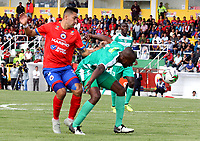 IPIALES - COLOMBIA, 27-02-2019: Carlos Hidalgo de Deportivo Pasto disputa el balón con Andrés Murillo de La Equidad, durante partido entre Deportivo Pasto y La Equidad, de la fecha 7 por la Liga Águila I 2019, jugado en el estadio Municipal de Ipiales de la ciudad de Ipiales. / Carlos Hidalgo of Deportivo Pasto fights for the ball with Andres Murillo of La Equidad, during a match between Deportivo Pasto and La Equidad, of the 7th date for the Aguila Leguaje I 2019 at the Municipal de Ipiales stadium in Ipiales city. Photo: VizzorImage. / Leonardo Castro / Cont.