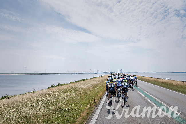 when exposed to the heavy sea winds, Team LottoNL-Jumbo forces the peloton to break into echelons<br /> <br /> Ster ZLM Tour (2.1)<br /> Stage 2: Tholen &gt; Hoogerheide (186.8km)