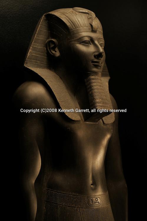 Hatshepsut, Egypt; Luxor Museum; Thutmosis III; New Kingdom; Karnak Temple; 18th dynasty, statue