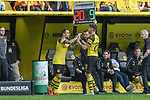 06.10.2018, Signal Iduna Park, Dortmund, GER, DFL, BL, Borussia Dortmund vs FC Augsburg, DFL regulations prohibit any use of photographs as image sequences and/or quasi-video<br /> <br /> im Bild Paco Alcacer (#9, Borussia Dortmund) Maximilian Philipp (#20, Borussia Dortmund) klatschen sich ab bei der Auswechslung<br /> <br /> Foto &copy; nph/Horst Mauelshagen