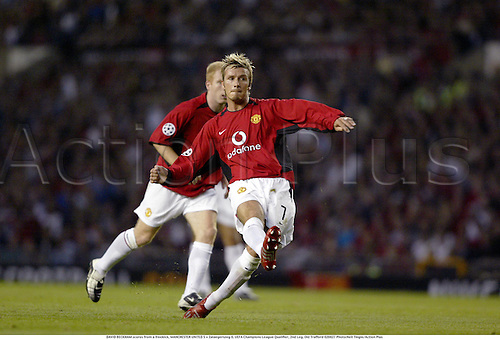 DAVID BECKHAM scores from a freekick, MANCHESTER UNITED 5 v Zalaegerszeg 0, UEFA Champions League Qualifier, 2nd Leg, Old Trafford 020827 Photo:Neil Tingle/Action Plus...Soccer 2002.Football scoring freekicks.