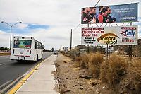 Fotografia del cuerpo de ampayers de la LMP, durante juego de beisbol. Fue colocado en un espectacular de periodico Expreso en la salida a Nogales.<br /> <br /> <br /> pclaves: camino, urbano, publicidad, maleza,