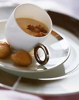 urope/France/Rhône-Alpes/74/Haute Savoie/Avoriaz:  Crème de chataigne,morille et chataigne, Recette de Christophe Leroy aux Dromonts
