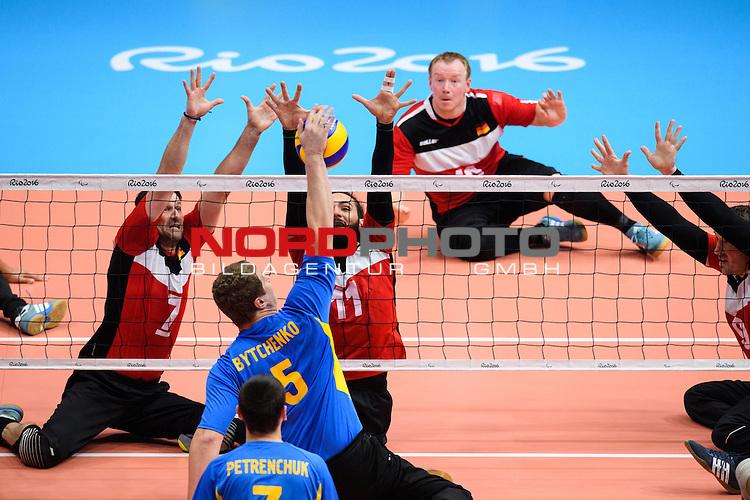 16.09.2016, Rio de Janeiro, Riocentro 6<br />Paralympische Spiele, Sitzvolleyball, Spiel Platz 5/6, Deutschland (GER) vs. Ukraine (UKR)<br /><br />Block / Doppelblock Heiko Wiesenthal (#7 GER), Barbaros Sayilir (#11 GER) - Angriff Denys Bytchenko (#5 UKR)<br /><br />  Foto &copy; nordphoto / Kurth